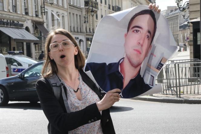 Le 28 mai 2018, lors d'une visite du présient angolais à Paris, Clémence Nayme brandit un portrait de son frère,Benoît Nayme, tué en Angola en 2016.