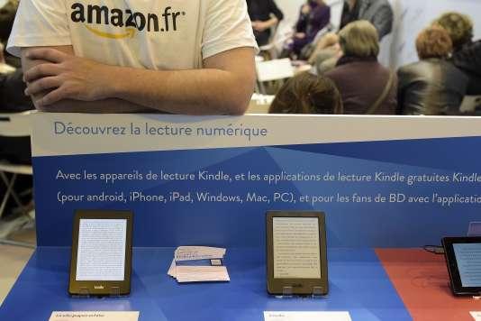 Le stand Amazon au Salon du livre de Paris, en 2015. Un livre édité par Amazon a été sélectionné pour le Prix Renaudot 2018.