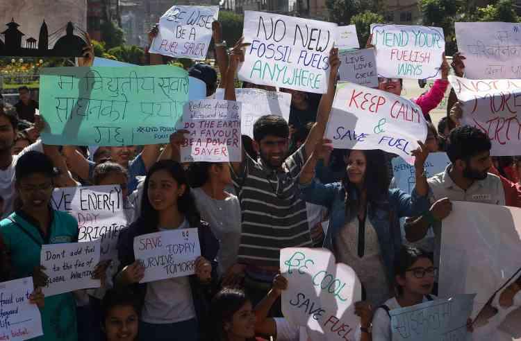 Cette journée d'action, ici à Katmandu au Nepal, est censée culminer avec une grande manifestation à San Francisco, où se tiendra à partir du 12 septembre le Sommet mondial des villes et entreprises pour le climat, organisé par le gouverneur de Californie en réponse à la politique anti-écologique de Trump.