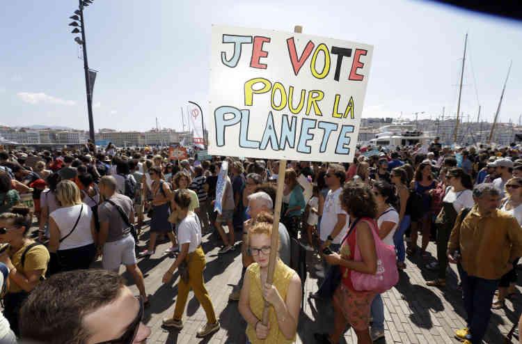 Des événements avaient lieu dans d'autres villes du pays, notamment à Marseille, où 2 500 personnes ont défilé selon les organisateurs, et 700 selon la police.