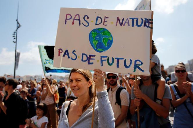 Manifestation contre le changemant climatique le 8 septembre à Marseille (France).