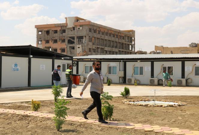 Dans la cour d'un des deux hôpitaux ayant rouvert à Mossoul, le 9 septembre.