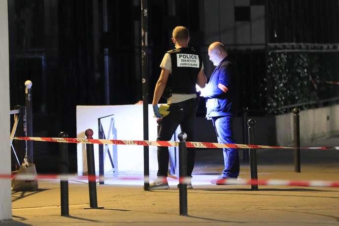 Des policiers sur le quai de la Loire, dans le 19earrondissement de Paris,après l'attaque au couteau, le 10 septembre.