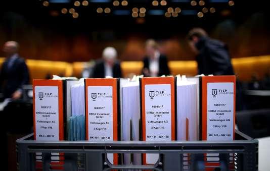 Ouverture du premier procès intenté par des actionnaires contre Volkswagen et sa maison mère, Porsche SE, à Braunscheig, en Allemagne, le 10 septembre.