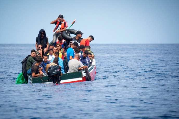 «Les passages clandestins contournant les postes de douane sont rares parce que les Etats qui contrôlent leurs frontières en font un double commerce, économique et politique» (Bateau de migrants dans le détroit de Gibraltar, le 8 septembre).