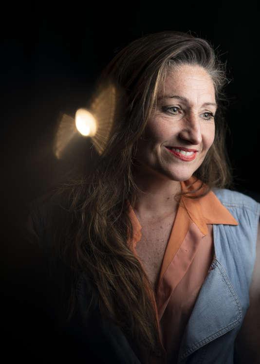 Nadine Gonzalez, fondatrice de l'école de mode Casa Geraçao dans la favela da Rocinha à Rio. Elle a dupliqué le modèle à Saint Ouen avec Casa 93.