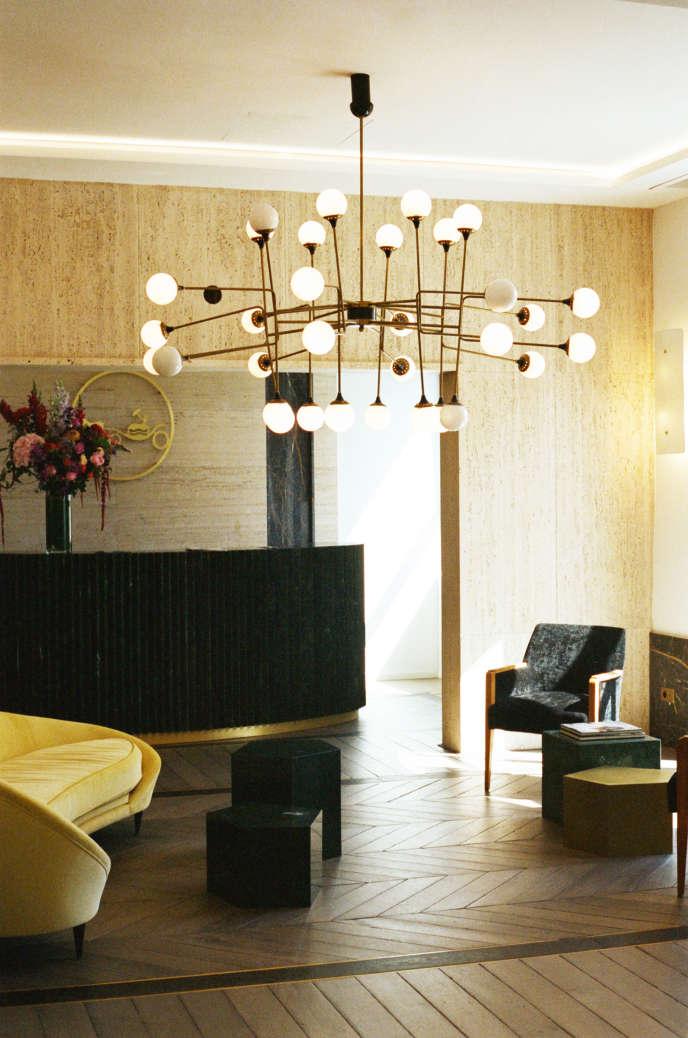 La décoration intérieure du bâtiment (ici, le showroom) est signée du duod'architectes Humbert & Poyet.