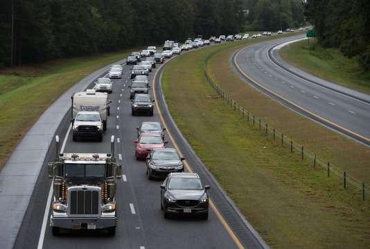 Des habitants de la région de Wallace, en Caroline du Nord, évacuent les zones côtières, le 11 septembre, avant l'arrivée de l'ouragan Florence.