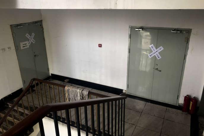Des scellés posés sur les portes de l'Eglise de Sion, à Pékin, le 11 septembre.