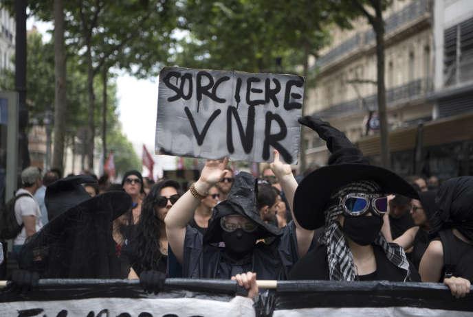 Le «Witch Bloc», lors d'une manifestation contre le président Macron, à Marseille, le 26 mai.