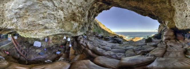 Vue à 360 degrés de l'intérieur de la grotte de Blombos (Afrique du Sud).