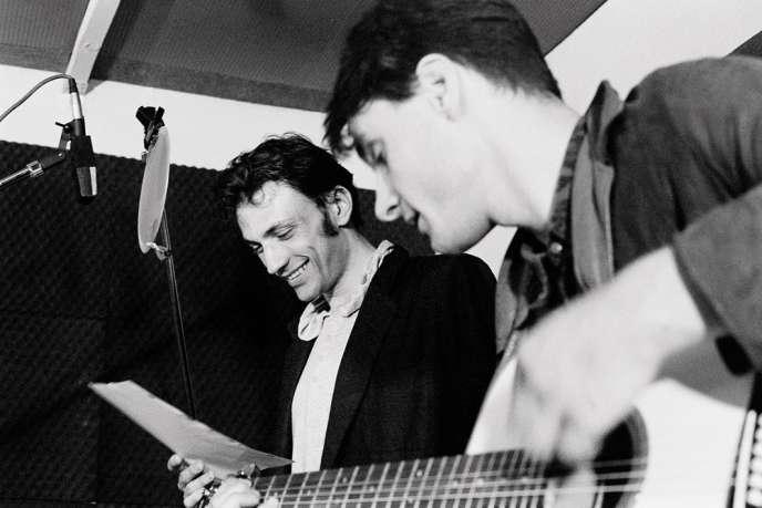 Sur la pochette de l'album, une photo prise pendant l'enregistrement live de «Parce que»,de Charles Aznavour.
