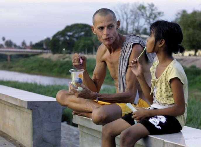 Dans « Avant l'aurore», l'acteur David D'Ingéo joue Mirinda, un Français prostitué et travesti qui fait larencontre salvatrice de la petite Cambodgienne Panna.