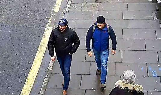 Alexander Petrov et Ruslan Boshirov (sans doute des pseudonymes), les deux suspects désignés par Londres, filmés par une caméra de vidéosurveillance dans la capitale britannique, le 4 mars 2018.