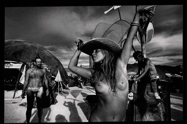 Burning Man 2000 sous l'objectif duphotographe Spencer Tunick.