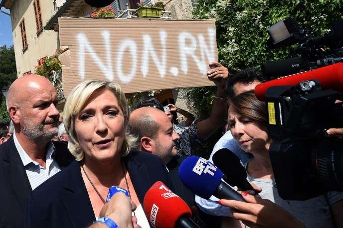 La présidente du Rassemblement national, Marine Le Pen, à Châteaudouble le 12 septembre.