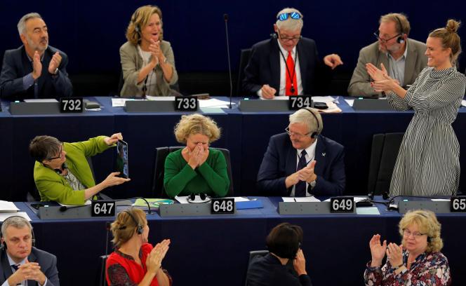 L'eurodéputée néerlandaiseJudith Sargentini (au centre), à qui l'on doit le rapport sur la politique du premier ministre hongrois, Viktor Orban, à Strasbourg, le 12 septembre.