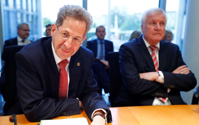 Hans-Georg Maassen, à gauche, et Horst Seehofer, le ministre de l'intérieur allemand, lors de leur audition au Bundestag, à Berlin, le 12 septembre.