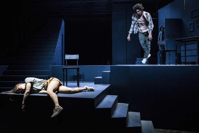 Les danseurs Valérie Doucet et Nicolas Fayol dans «Scala», une création de Yoann Bourgeois, en septembre 2018.