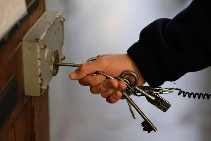 Officiellement, le nombre de détenus dans les prisons françaises s'établissait, au 1eraoût, à 70519 pour 59870places.
