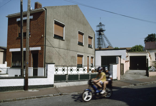 Hauts-de-France, France, 2000.