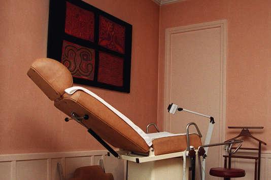 Cabinet médical d'un gynécologue, en 2001.
