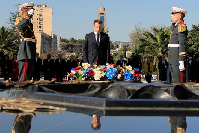 Le président français, Emmanuel Macron, lors d'une cérémonie au mémorial du Martyr, à Alger, le 6décembre 2017.