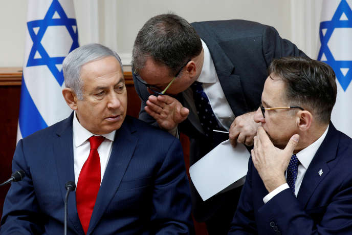 David Keyes, au centre, au côté du premier ministre israélienBenyamin Nétanyahou, le 24 juin.