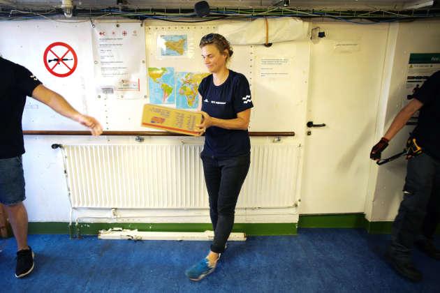 11 septembre 2018, à Marseille, l'« Aquarius » reçoit une livraison de nourriture en prévision de la prochaine opération de sauvetage en mer.