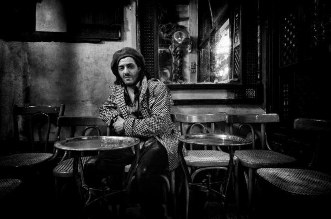 Rachid Taha au café El Fishawi, célèbre établissement du souk du Caire, le 20 mars 2005.