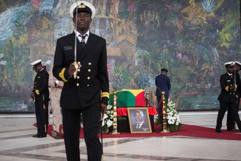 Le cercueil de Kofi Annan au Centre international de conférences d'Accra, au Ghana, le 12septembre 2018.