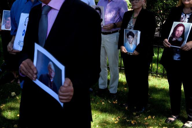 Manifestation devant l'ambassade du Vatican à Washington le 30 août contre la pédophilie dans l'église catholique.