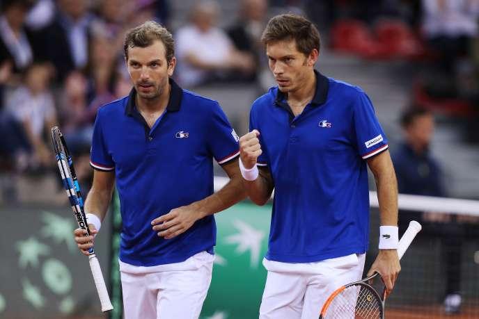 Nicolas Mahut et Julien Benneteau lors des quarts de finale de la Coupe Davis 2017, le 8 avril, contre l'Angleterre.