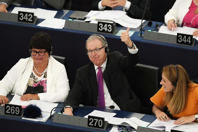 Le rapporteur du texte sur la directive de l'UE sur le droit d'auteur à l'heure du numérique, Axel Voss, après le vote, au Parlement européen de Strasbourg, le 12 septembre.
