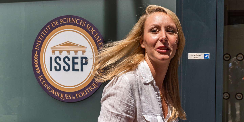 Marion Maréchal  devant son école, l'Institut de Sciences Sociales  Economiques et Politiques (ISSEP), le 22 juin 2018 à Lyon, France.