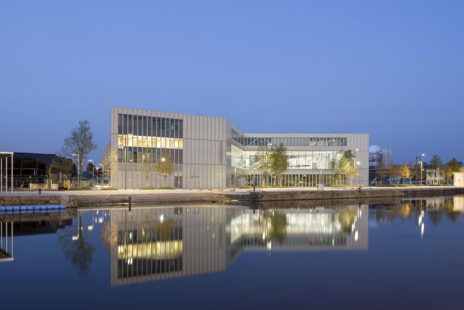 Vue extérieure de la bibliothèque Alexis de Tocqueville réalisée par le Néerlandais Rem Koolhaas à Caen (Calvados).
