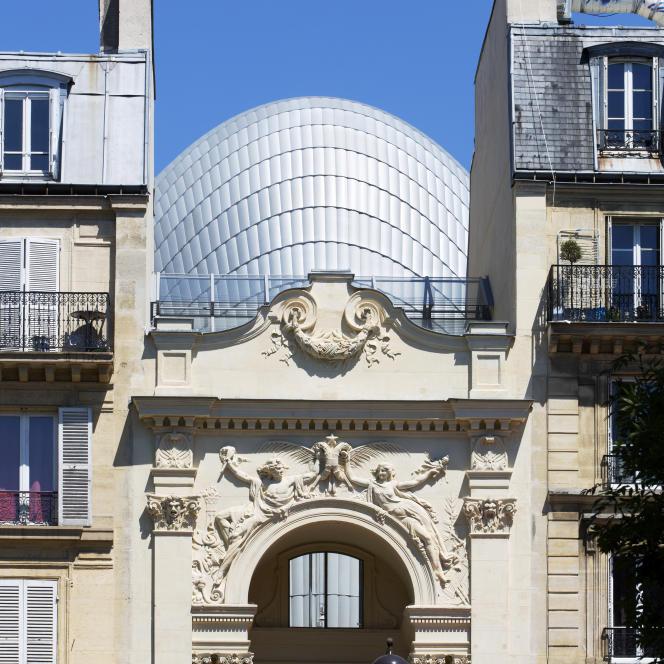 La Fondation Jérôme Seydoux-Pathé réalisée par Renzo Piano, vue depuis l'avenue des Gobelins dans le 13e arrondissement de Paris.