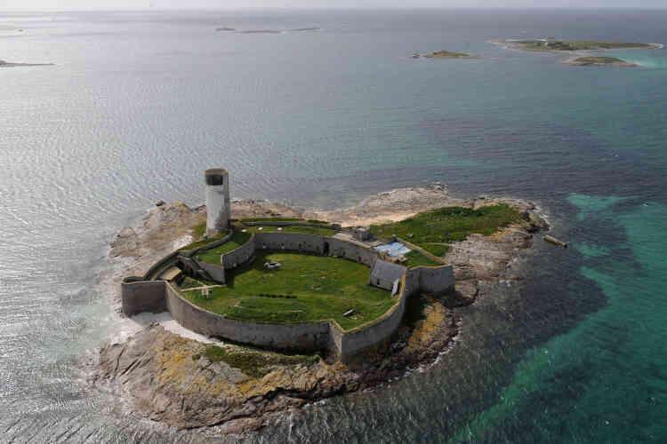 L'île Cigogne et son fort sur l'archipel des Glénan, dans le Finistère. Ce dernierest utilisé par les stagiaires du centre nautiquede la région.