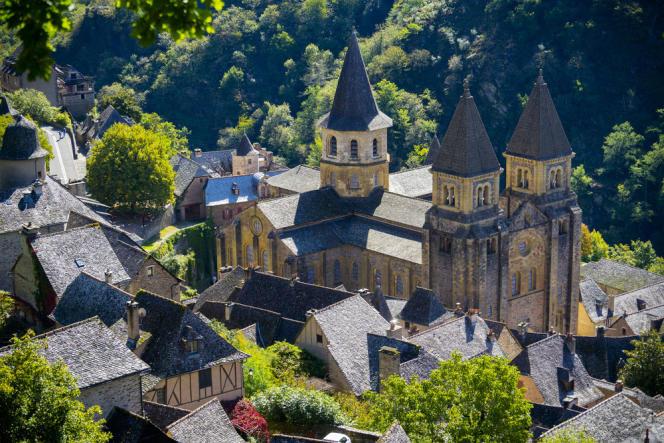 L'abbaye de Sainte-Foy, à Conques (Aveyron) est classée depuis 1840.