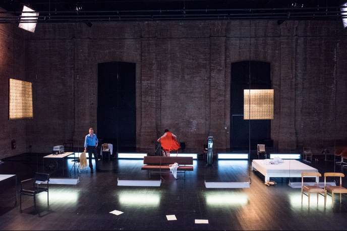 «Infidèles», d'après Ingmar Bergman, par les compagnies tgSTAN et De Roovers, au Théâtre de la Bastille, à Paris.
