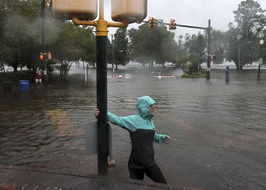 Montée des eaux des fleuves Neuse et Trent à l'arrivée de l'ouragan Florence, à New Bern (Caroline du Nord), le 13 septembre.