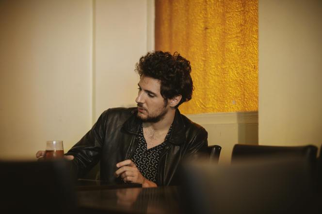 Vincent Lacoste, le 10 septembre, au bar Le Banco, rue des Trois-Bornes, à Paris (11e).