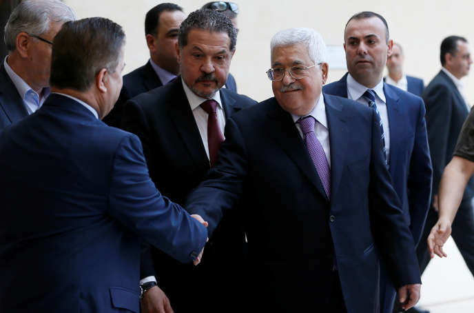 Le président de l'Autorité palestinienne, Mahmoud Abbas, à sa sortie de l'hôpital, à Ramallah, le 28 mai.