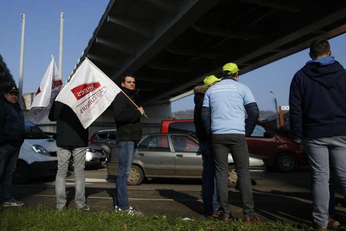 Manifestation d'agriculteurs français contre l'accord de libre-échange entre l'Union européenne et les pays du Mercosur, à Rouen, le 21 février.
