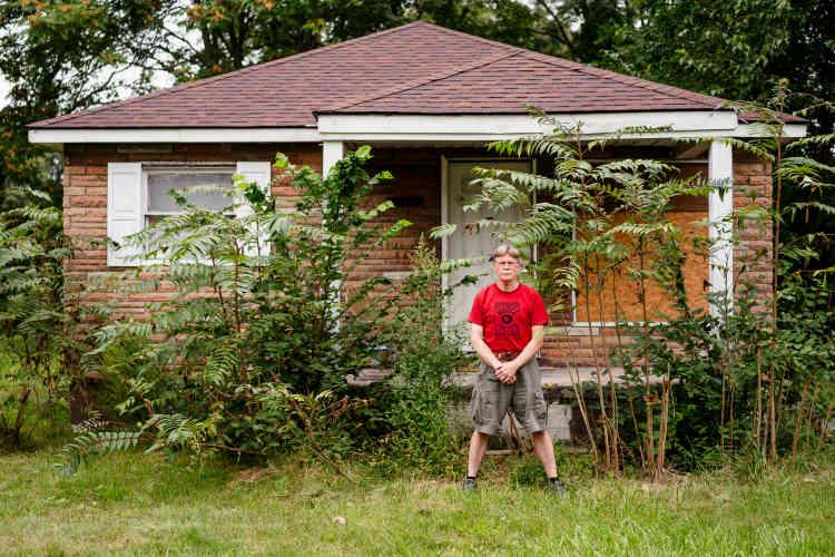 Jim Dwight appartient à l'association de défense contre les évictions. De nombreuses familles, noires pour l'essentiel, sont menacées d'expulsion fiscale.