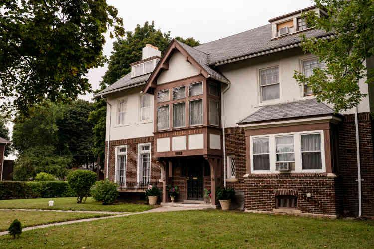 La maison de Tate Osten a été acquise en septembte 2012 pour 15 900 dollars, lors d'une vente aux enchères. Elle vaudrait aujourd'hui 350 000 dollars, après 60 000 dollars de travaux.
