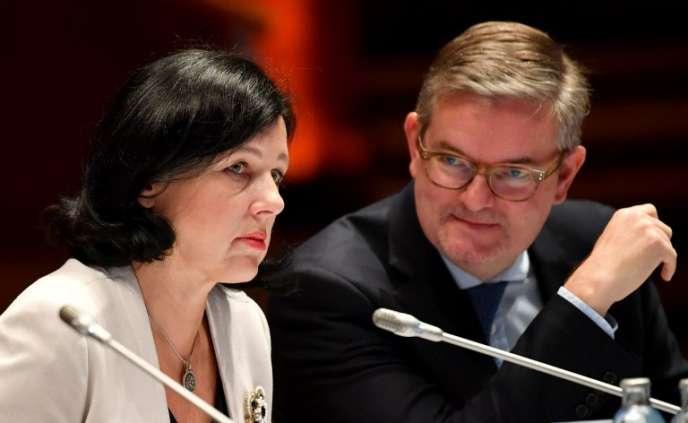 Vera Jourova, commissaire européenne à la justice et JulianKing,chargé de la sécurité, en juillet, àInnsbruck, en Autriche.
