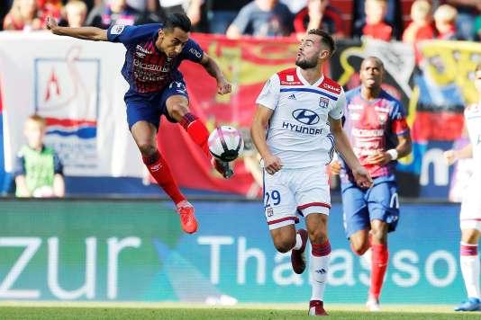 Lyon n'a pas pu faire mieux qu'un match nul arraché en fin de rencontre, dans un match que les Lyonnais ont terminé à 11 contre 9.