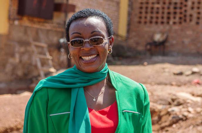 « Je remercie le président qui a permis cette libération », a dit l'opposante Victoire Ingabire alors qu'elle quittait la prison de Mageragere dans la capitale rwandaise, Kigali, le 15 septembre 2018.