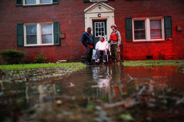 L'armée est venue prêter main forte aux services de secours, ici à New Bern, en Caroline du Nord.